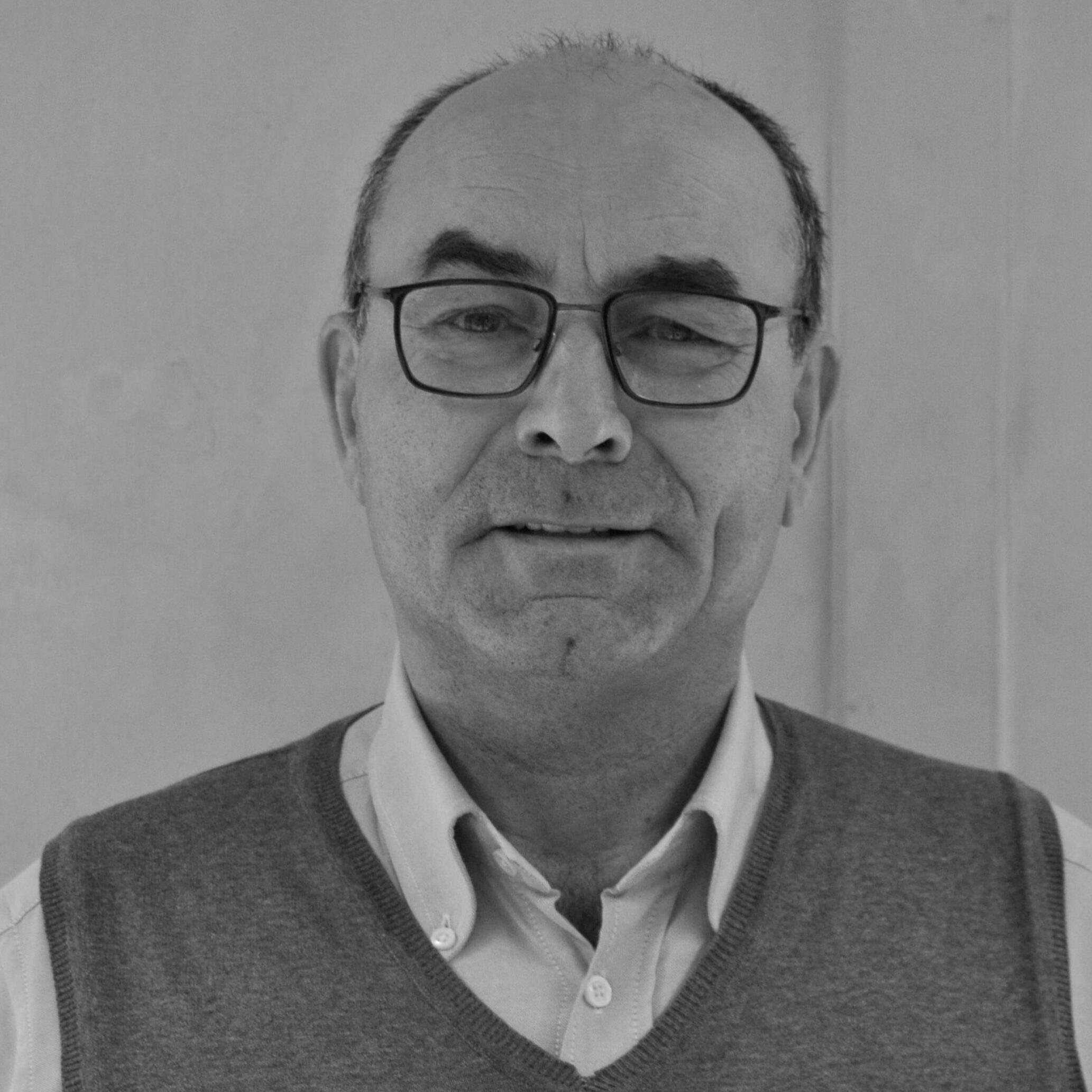 Dr. Felix Fuertes